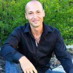 Profile photo of Dennis Simsek